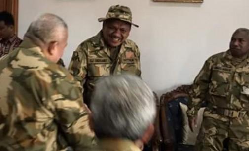 OLLY DONDOKAMBEY Akan Terima Baret TNI di Natuna