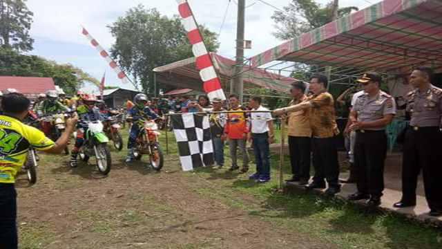Kadis Dikpora Minsel, DR. Fietber Raco Saat Melepas Peserta'Rumoong Bawah Trail Adventure 2017'