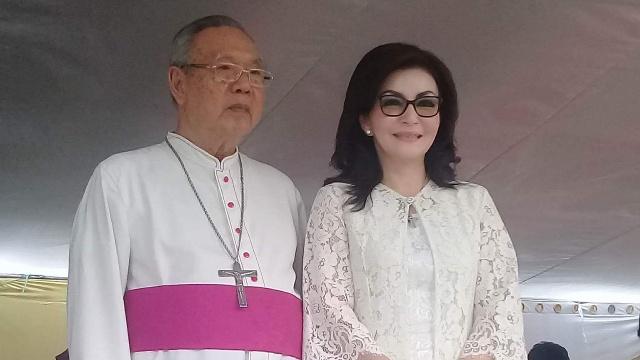 Uskup Manado dan Bupati Minsel