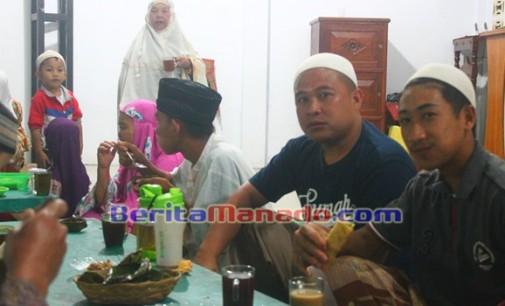 Umat Muslim Langowan Buka Puasa Dengan Suasana Kekeluargaan