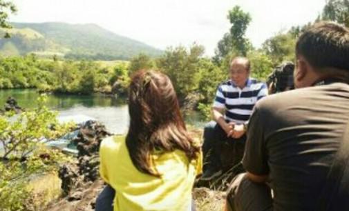 Walikota dan Isteri Syuting Siaran Televisi di Batu Angus