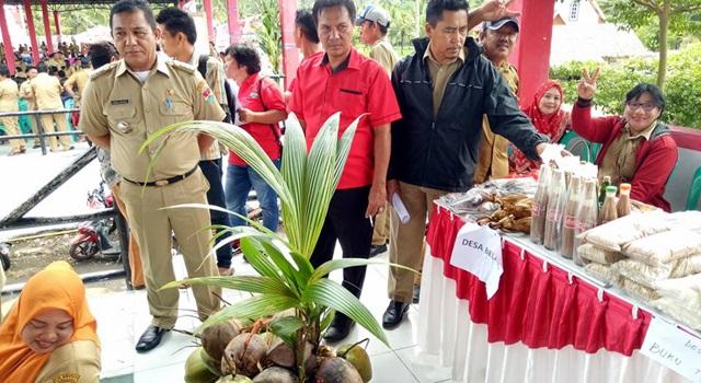 Ridwan Abdjulu saat berada di stand BBGRM Kecamatan Belang