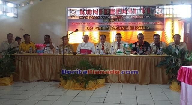 Edwin Kindangen (ketiga dari kanan) pada acara Konferensi VI KBK Keuskupan Manado