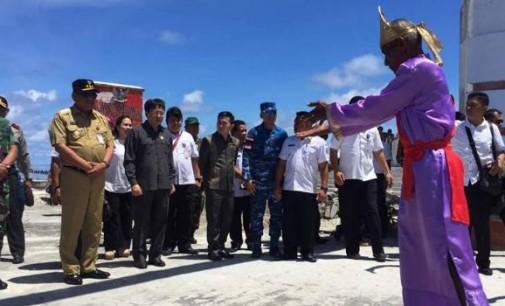 "Berita Foto ""Sidak"" Miangas I : OLLY DONDOKAMBEY Dikecewakan Bupati Talaud"