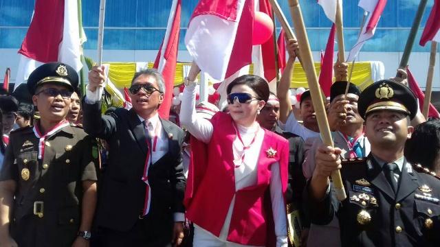 Bupati Minsel Christiany Eugenia Paruntu, SE dan Wabup Franky Donny Wongkar, SH Bersama Masyarakat