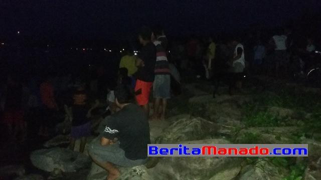 Warga Amurang Berkerumun di Pantai Kambiow