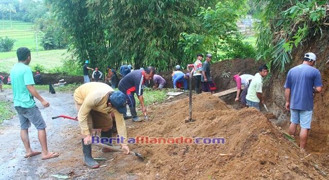 Penggalian tanah untuk pembuatan talud dan drainase