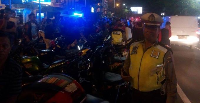 Puluhan sepeda motor di amankan petugas kepolisian karena pengendaranya melanggar aturan berlalulintas