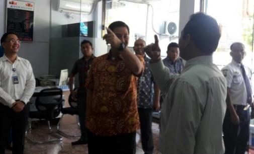 Ini Yang Dilakukan STEVEN KANDOUW  Saat Kunjungi Bank SulutGo Malang