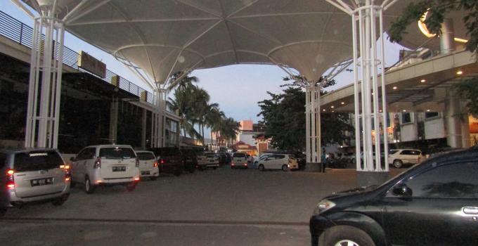 Transmart di kawasan Bahu Mall