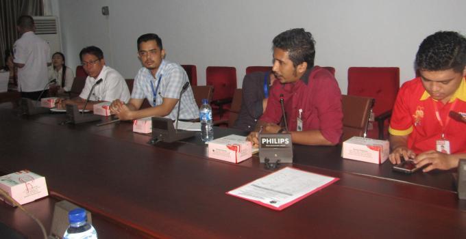 Manajemen Indomaret dan Alfamart menjelaskan kepada Komisi 2 DPRD Sulut