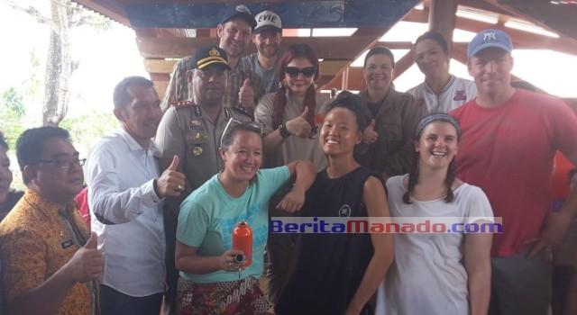 Foto bersama Bupati Minut Vonnie Panambunan, Kapolres Minut Alfaris Pattiwael, Legislator Sarhan Antili, Kepala Inspektorat Minut Umbase Mayuntu, personel Learn to Live.
