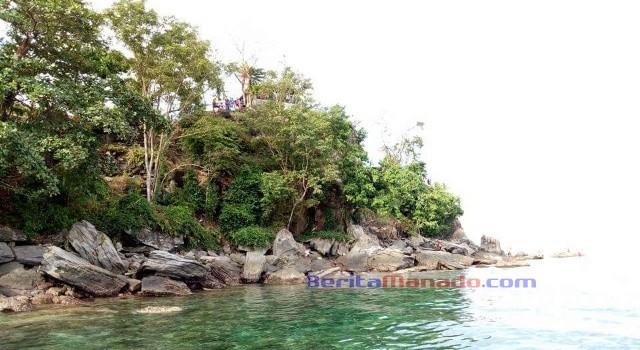Pulau Komang yang indah.
