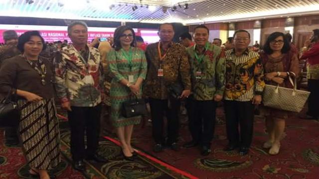 Bupati Minsel Christiany Eugenia Paruntu SE dan Wabup Franky Donny Wongkar SH Bersama Sejumlah Kepala Daerah Lainnya