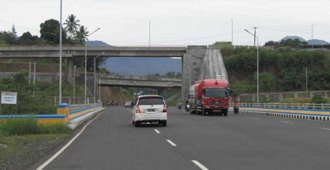 Tidak di-cat Manado Interchange kelihatan tidak menarik
