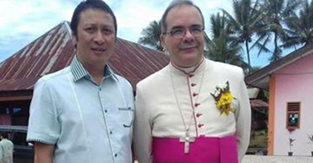 Ivan Sarundajang bersama Mgr Antonio Guido Filipazi