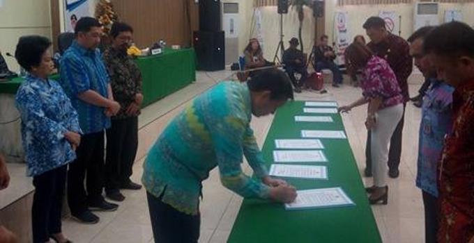 Walikota Vicky Lumentut menandatangani pakta integritas anti pungli