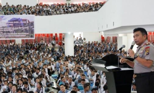 Kapolda Sulut Ajak Mahasiswa Baru Unsrat Jadi Generasi yang Patuh Hukum