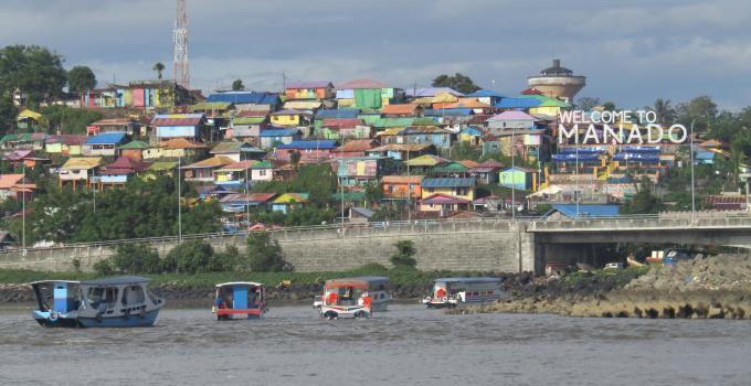 Kota Manado dilihat dari pantai sangat indah