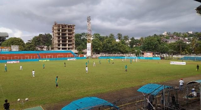Suasana pertandingan PS Manguni VS Mandiri FC