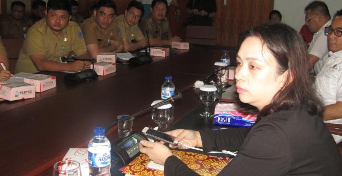 Anggota DPRD Eva Sarundajang