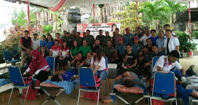 Donor darah PMI dan IWO Kota Bitung