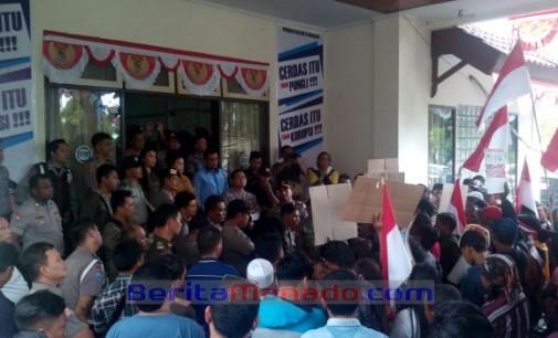 Pedagang Minta Rekomendasi DPRD Agar Dirut Fery Keintjem Dipecat