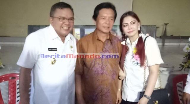 Bupati Minut Vonnie Panambunan dan Wakil Bupati Ir Joppi Lengkong tampak akrab bersama mantan bupati Sompie Singal.