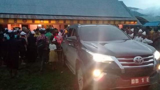 Bupati Minsel Christiany Eugenia Paruntu SE Saat Berada di Pedalaman Papua