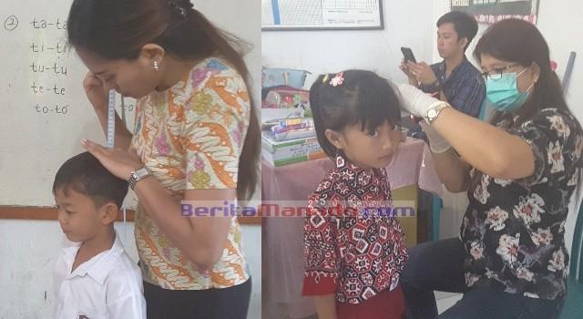 Para siswa diperiksa kebersihan mulut, gigi, telinga dan masih banyak lagi.