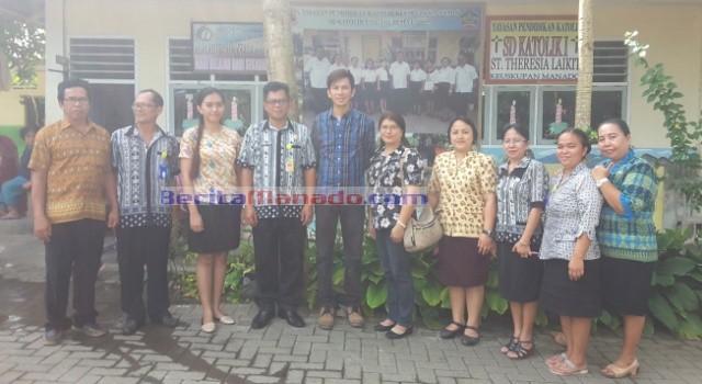 Tim Puskemas Tatelu bersama kepala sekolah dan guru SD Katolik I Santa Theresia Laikit.