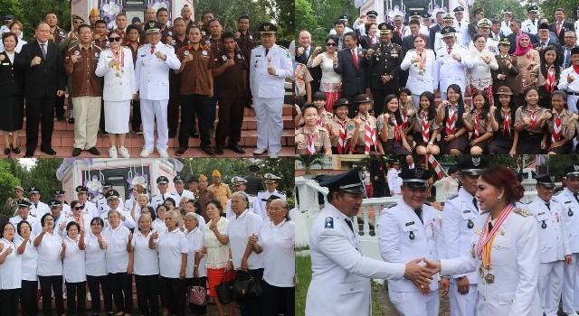 Forkopimda Minut bersama pemerintah Desa Maumbi, para lansia, siswa dan Panji Josua.(foto: Humas Pemkab Minut)