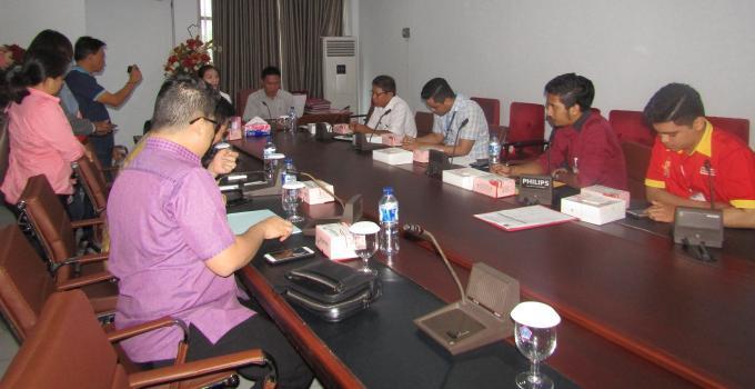 Rapat Komisi 2 DPRD Sulut bersama Indomaret dan Alfamart