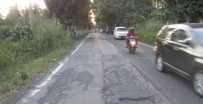 Jalan nasional Worang By Pass rusak parah