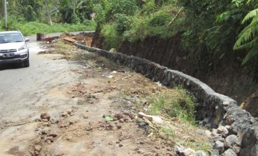 Awasi !!! Drainase Jalan Buaya Ini Sementara Diperbaiki