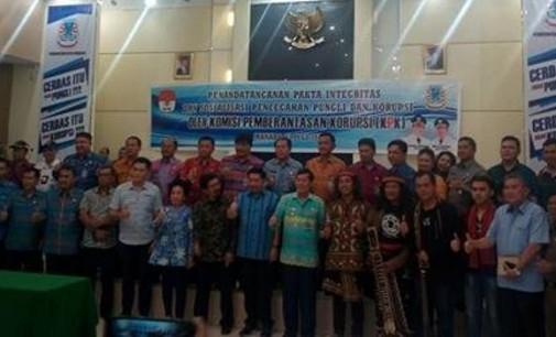 Ruangan Rapat Paripurna DPRD Manado Jadi Saksi Penandatanganan Pakta Integritas Pemkot dan KPK