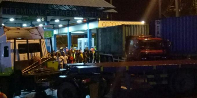 Aksi pemblokiran yang dilakukan sopir truck
