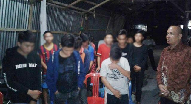 Sejumlah siswa yang diamankan Polsek Langowan saat mengikuti ibadah