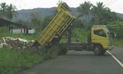 Masyarakat Kampung Langowan Sesalkan Warga Tetangga Buang Sampah Sembarangan