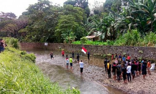 Pecinta Alam Bitung Kibarkan Merah Putih di Kuala Girian