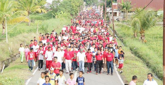 jalan sehat di kecamatan pusomaen