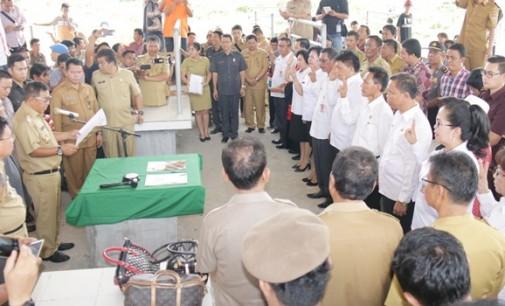 Bupati James Sumendap Lantik 9 Pejabat Eselon II di Pasar Ratatotok