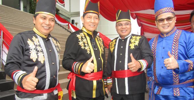 Walikota Manado Vicky Lumentut bersama anggota DPRD Sulut, James Karinda, Marthen Manopo dan Billy Lombok