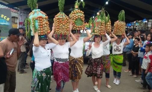 BERITA FOTO: Parade Kendaraan di Modoinding Potato Festival