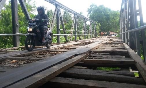 Parah !!! Jembatan Ini Mendesak Untuk Segera Diperbaiki