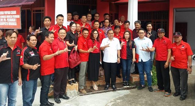 Kader dan Pengurus DPC serta PAC PDIP Minahasa bersama Ketua DPC Jantje Wowiling Sajow
