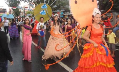 BERITA FOTO: Manado Fiesta 2017, FisCo Karnival (IV)
