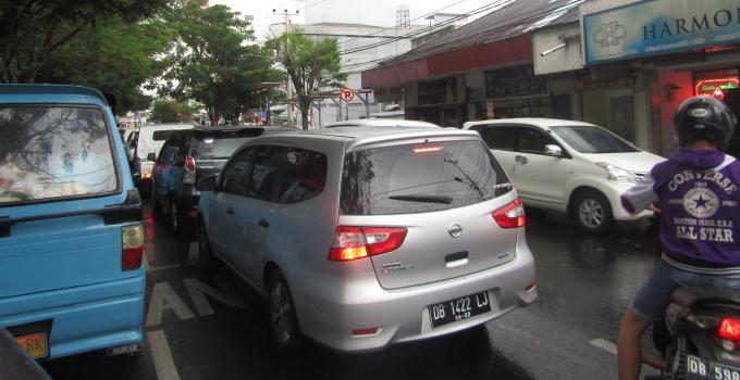 Kemacetan lalulintas di Jalan Sam Ratulangi