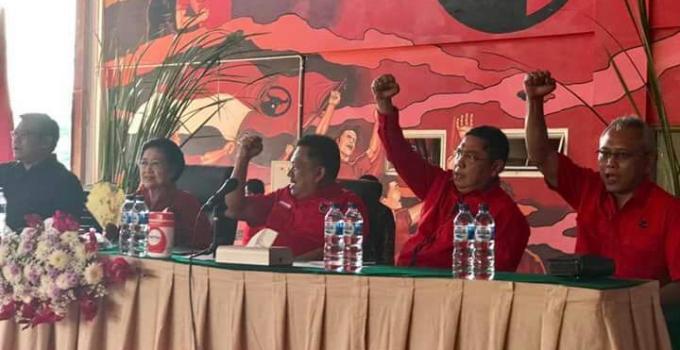 Ketua Umum PDIP, Megawati Soekarno Putri bersama pengurus DPP