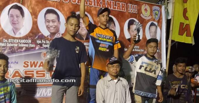 Mulyadi SE saat berfoto bersama para pemenang